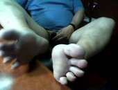 Juan jerking off while showing his feet soles