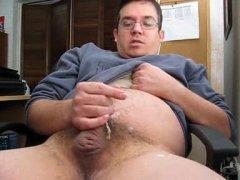 Guy Makes Cum